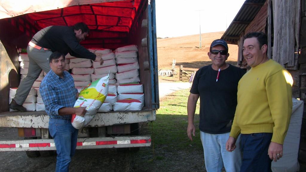 Entrega de semillas a comunidades mapuches