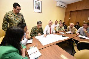 Intendente Cesar Asenjo coordinaron trabajo con jefe de defensa nacional en la zona.